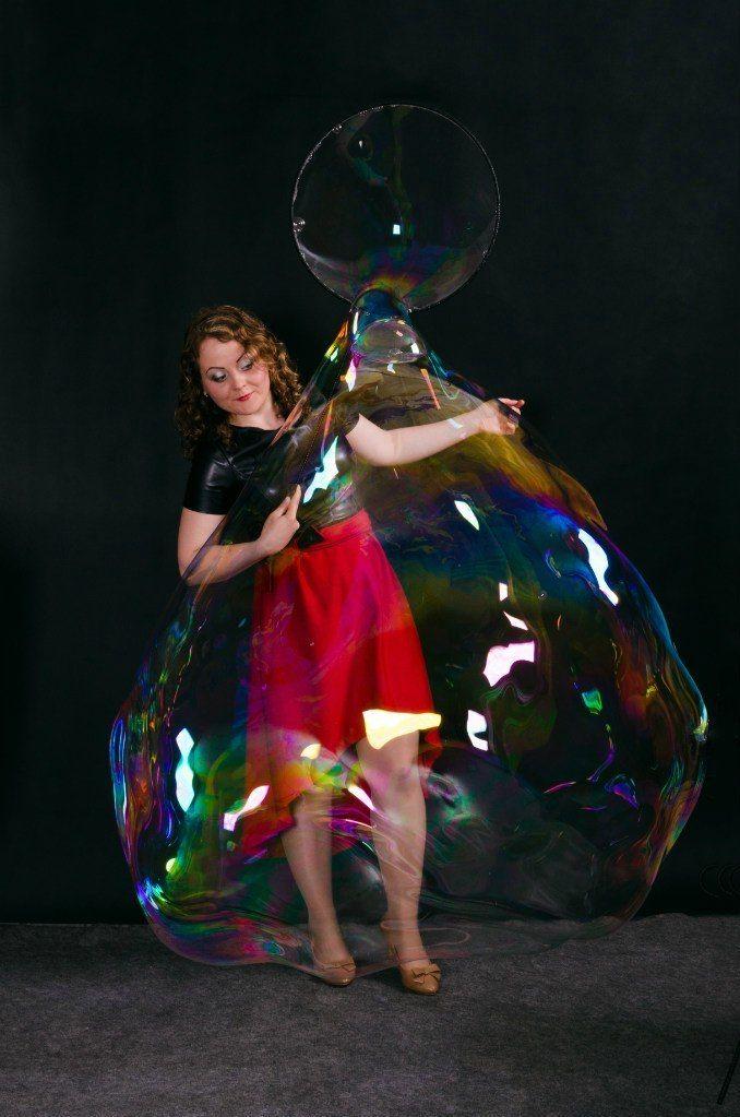 Заказ шоу на Ваш праздник по телефону 8-923-799-33-34 - фото 11100408 Шоу мыльных пузырей Евгении Коростелевой