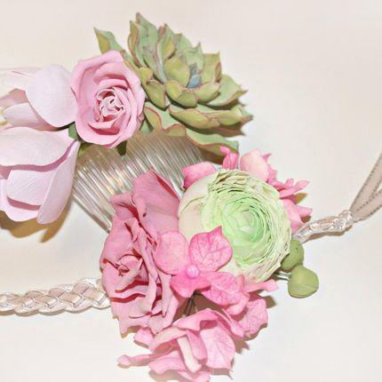 Цветочный браслет-букет и гребень с цветами