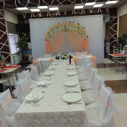 Оформление персиковой свадьбы на 15 человек