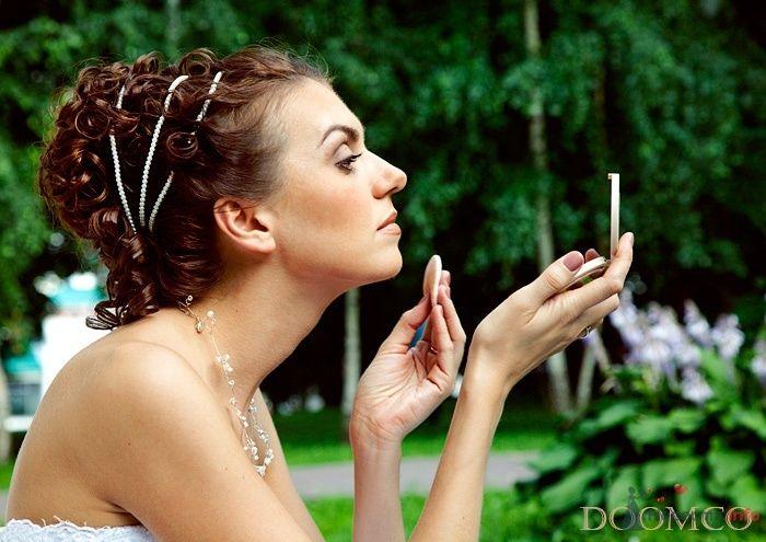 Свадебная прическа в греческом стиле, украшенная жемчугом, свадебный макияж - фото 32970 Стилист-визажист Кандалова Елена