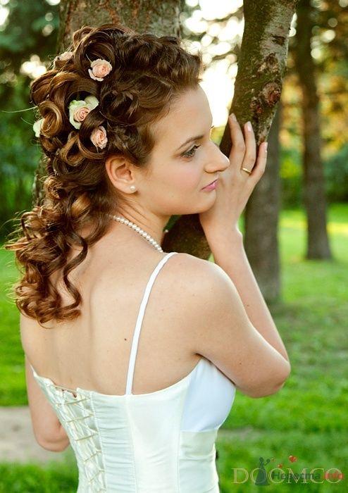Свадебная прическа украшенная живыми розами, свадебный макияж - фото 32972 Стилист-визажист Кандалова Елена