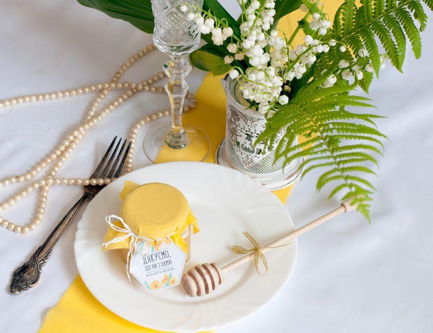 """Все частіше під час підготовки до весілля, молодята приділяють увагу подарункам вдячності запрошеним гостям. ❤❤❤  Ми врахували сонячну стилістику весілля, і виконали для Віталія і Наталі медові бонбоньєрки в універсальному яскравому жовтому кольорі)  В ст - фото 14660660 Компания медовых подарков """"Sweet honey"""""""