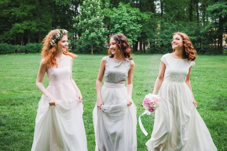 Невеста с подружками, подружки невесты, фотосессия в Таврическом саду - фото 13396378 Фотограф Юлия Sweet-kadr