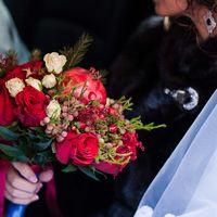 Букет невесты, невеста в свадебном авто