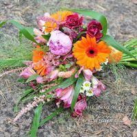 Летний букет невесты из пионов, гербер и альстромерий в ярких цветах