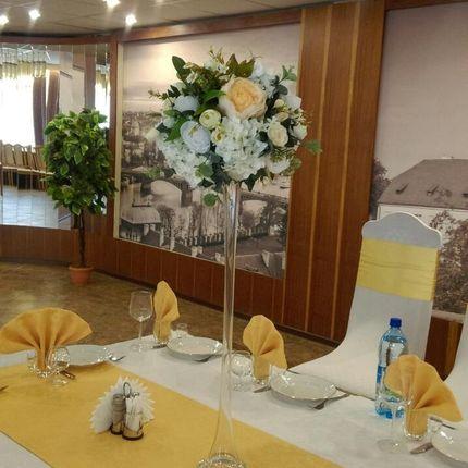Ваза с композицией на стол гостей