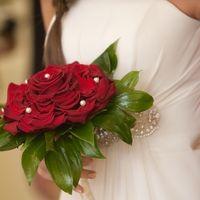 Глариоза из алых роз