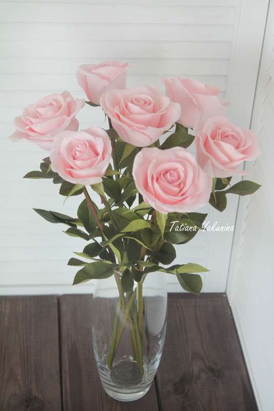 Невероятно нежный, уютный и неувядающий интерьерный букет из роз. Розы-что может быть прекрасней? Отныне вы всегда сможете ими любоваться ,они никогда не завянут!  Розы выполнены из фоамирана в натуральную величину ( высота розы 50 см ),стебель выполнен и - фото 18146496 Татьяна Якунина - свадебные букеты и украшения