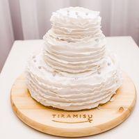 Гофрированный Свадебный торт , с жемчужными бусинками,в нежном исполнении пастельных тона.