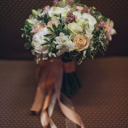 Классический букет невесты с премиальными цветами + бутоньерка