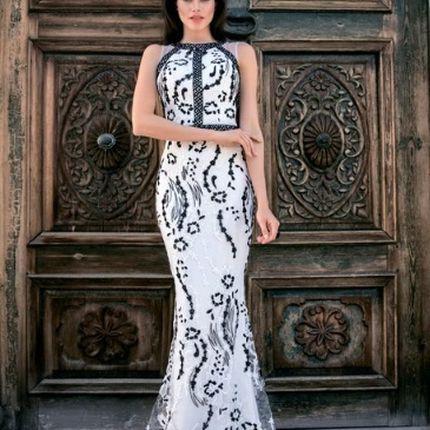 Прокат белого платья-рыбка с черной вышивкой