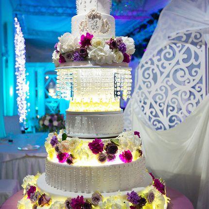 Высокий свадебный торт, цена за 1 кг