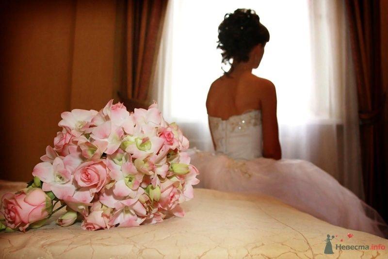 Букет невесты в круглом стиле из розовых орхидей и роз - фото 66591 И р и н а