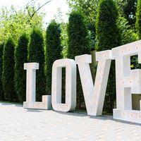 Аренда полтораметровой конструкции Love