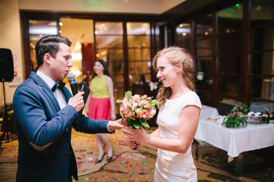 Ведущий Афанасьев Кирилл. Невеста кидает букет. - фото 3893621 Ведущий Афанасьев Кирилл