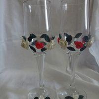 Сочетание ярко-розовых и белых роз для яркой невесты