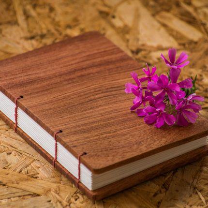 Книга пожеланий из дерева с коптским переплётом