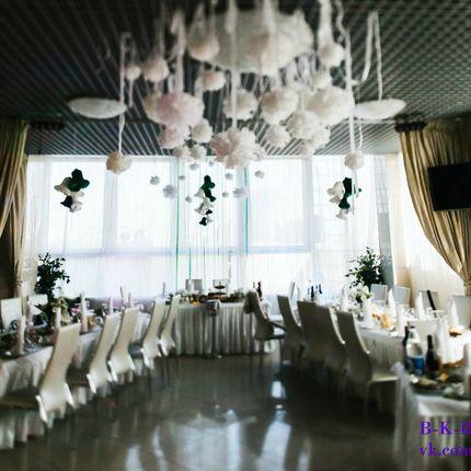 Декор ресторана + букет невесты и бутоньерка