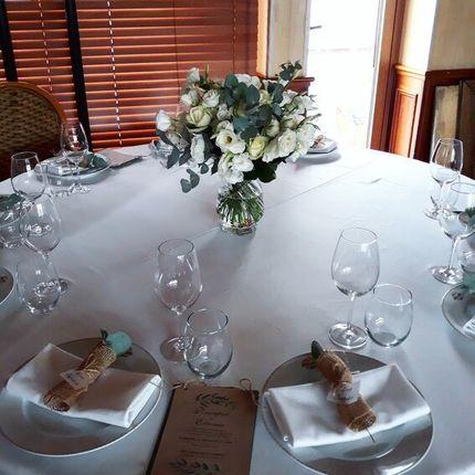 Букет в стеклянной вазе на столы гостей, цена за 1 композицию