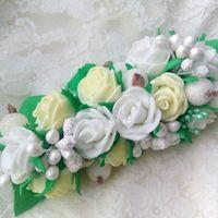 Заколка для волос в бело-зелёной гамме