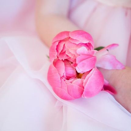 Аксессуары из цветов (браслеты, бутоньерки, цветы в волосы)