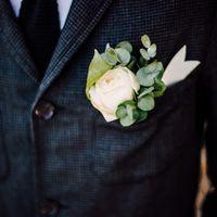 Бутоньерка жениха. Фотограф: Пётр Минаков ()