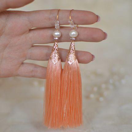 """Серьги-кисти персикового цвета с жемчугом """"Персиковый цвет"""""""