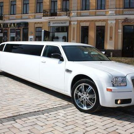 Аренда лимузина Chrysler 300C White Rolls Royce, цена за 1 час