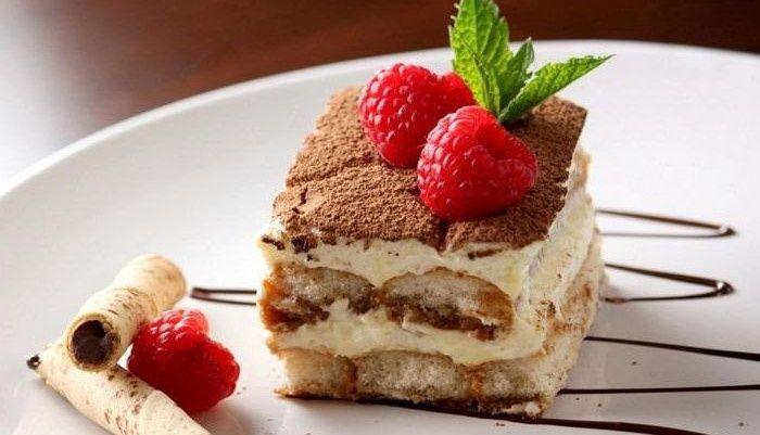 Один из самых популярных десертов в мире. Итальянский многослойный десерт, в состав которого входит сыр Маскарпоне, кофе, какао, натуральные взбитые сливки и бисквит Савоярди. Тирамису может быть: классическим, со свежими ягодами(клубника/малина), фисташк - фото 14338850 Авторские торты от Анны Мочаловой
