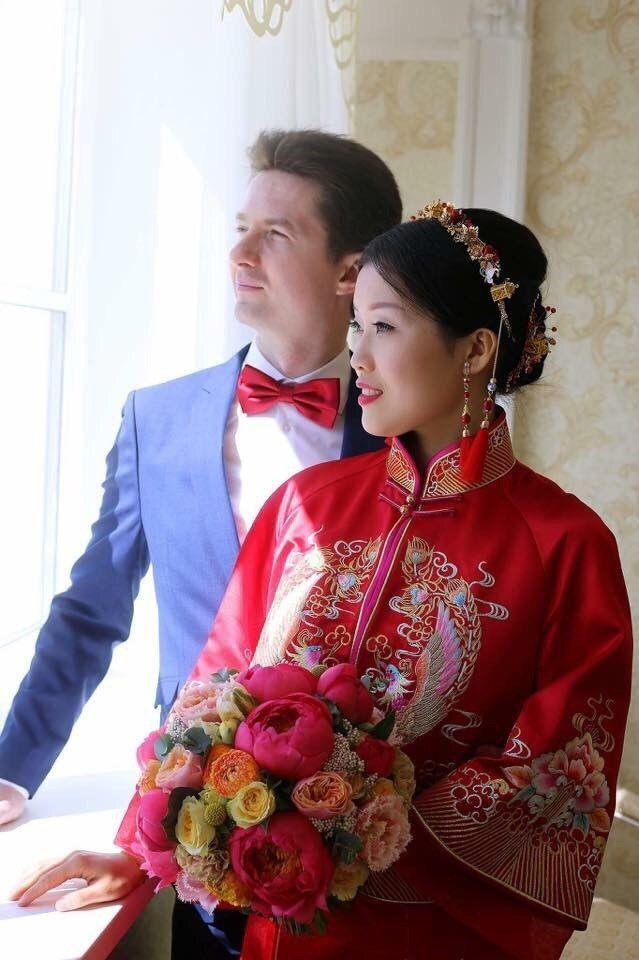 По Китайской традиции наряд невесты должен быть красным, ведь это цвет счастья. - фото 14568204 Студия цветов и декора Aster