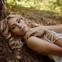 Модель, макияж: Соня Баракина  Прическа: Настя Баева  Платье и аксессуары: Кристина Голованова