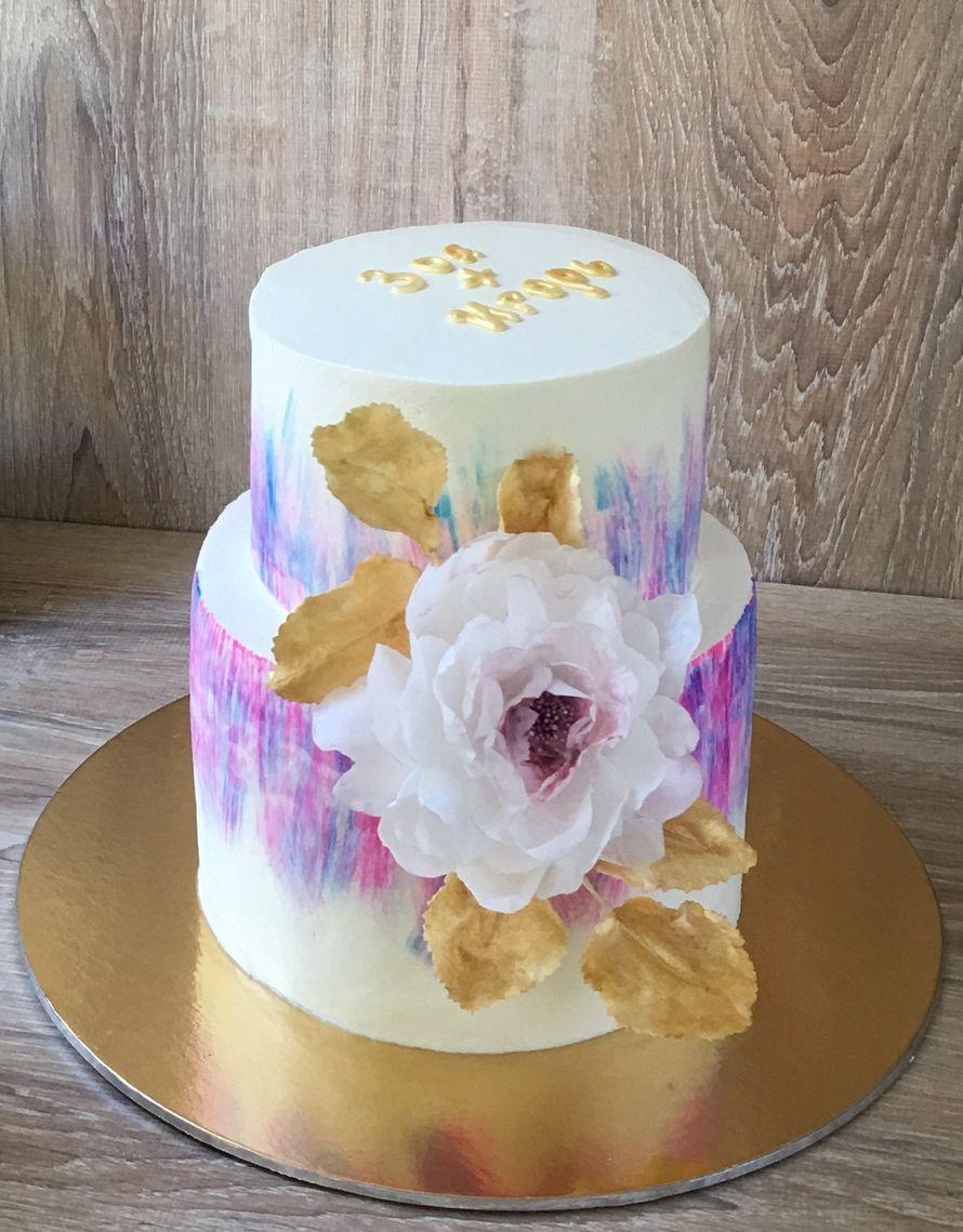 Свадебный торт с украшением вафельными цветами, цена за 1 кг