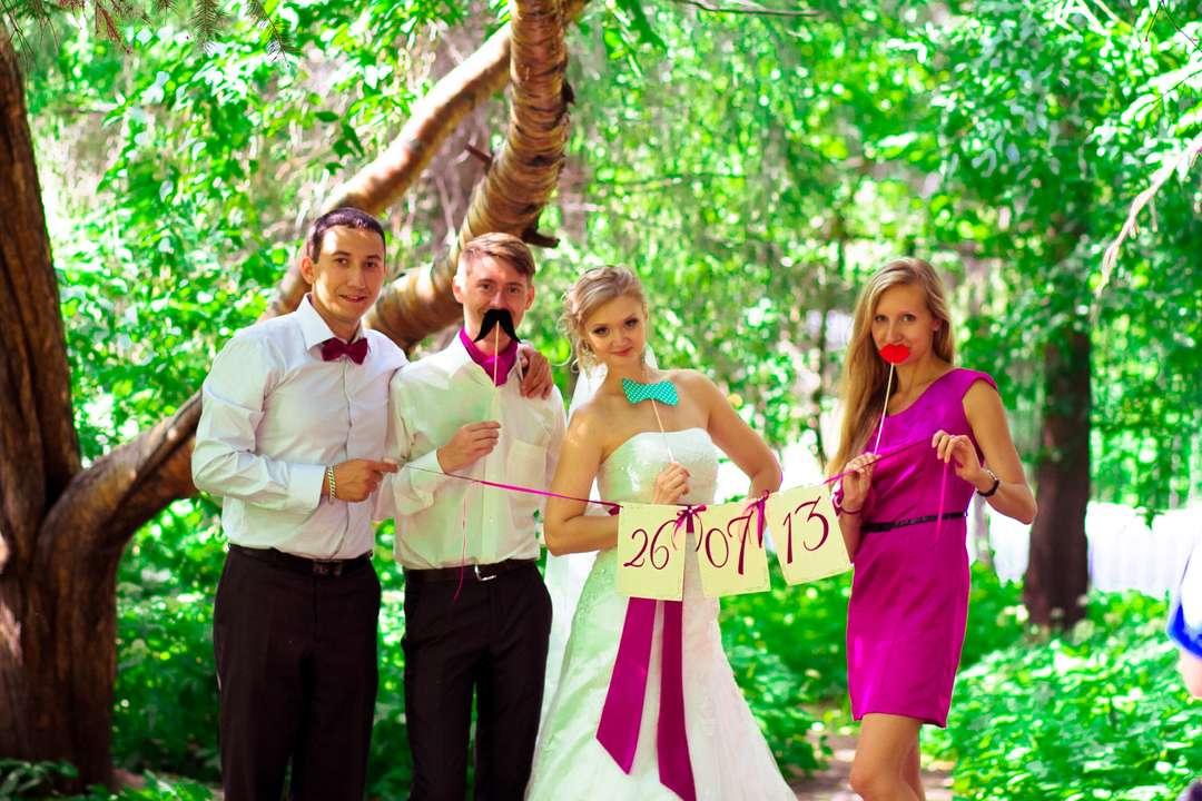 основные реквизит для свадебной фотосессии весной в парке белок яйца