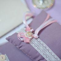 Сиреневая подушечка для колец с кружевным декором