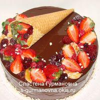 Торт с ягодами и шоколадной глазурью, 3кг, внутри вишня в шоколаде