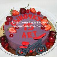 Торт с цветной шоколадной глазурь и ягодами для велосипедиста, 1,7кг, внутри вишня в шоколаде