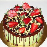 Акционный тортик с глазурью и ягодами, 1,65кг, внутри чизкейк рафаэлло