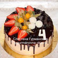 Торт с глазурью и ягодами, 2кг, внутри рафаэлло