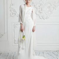 Обворожительный палантин из итальянской пряжи высочайшего качества. Украшен кисточками с муранским стеклом. Нежный , тёплый палантин будет дополнять свадебный наряд невесты, а так же незаменим при венчании. Каждую модель свадебной коллекции мы стараемся с
