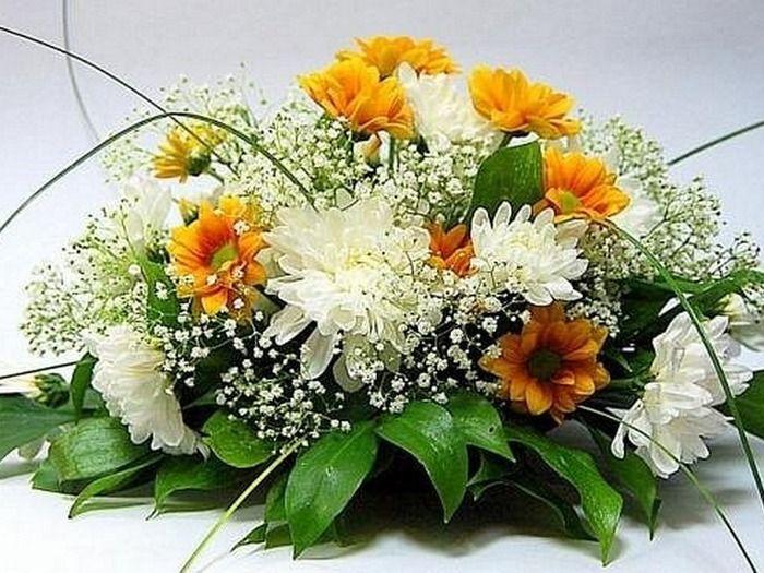 Букет из хризантем на столы гостей