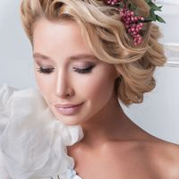 Оригинальное цветочное украшение.  Стиль @sashastyle.ru  Фото: @thandra_kh  Платье: @siallow_dress@anastasia_siallow  Флористика и дизайн:@trostinka_tatiana