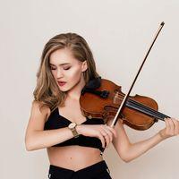 Выступление скрипачки