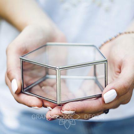 """Стеклянная пятиугольная шкатулочка для колец """"Лаконичность"""""""