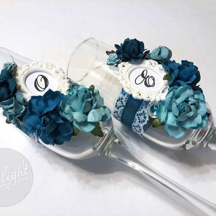 Свадебные фужеры с искусственными цветами