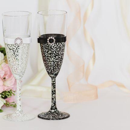 Свадебные бокалы в чёрно-белой гамме