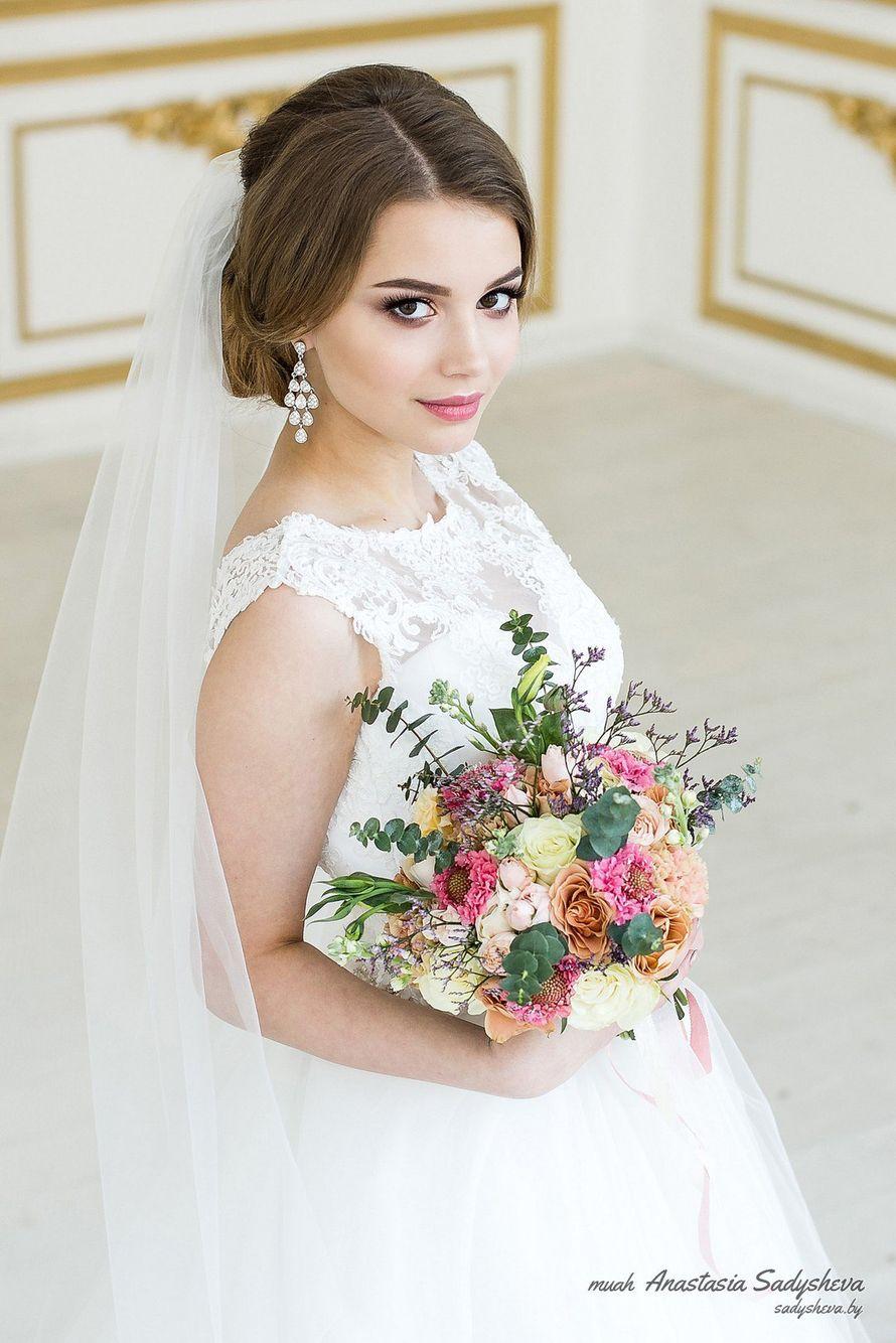 Фото свадебной прически для круглого лица