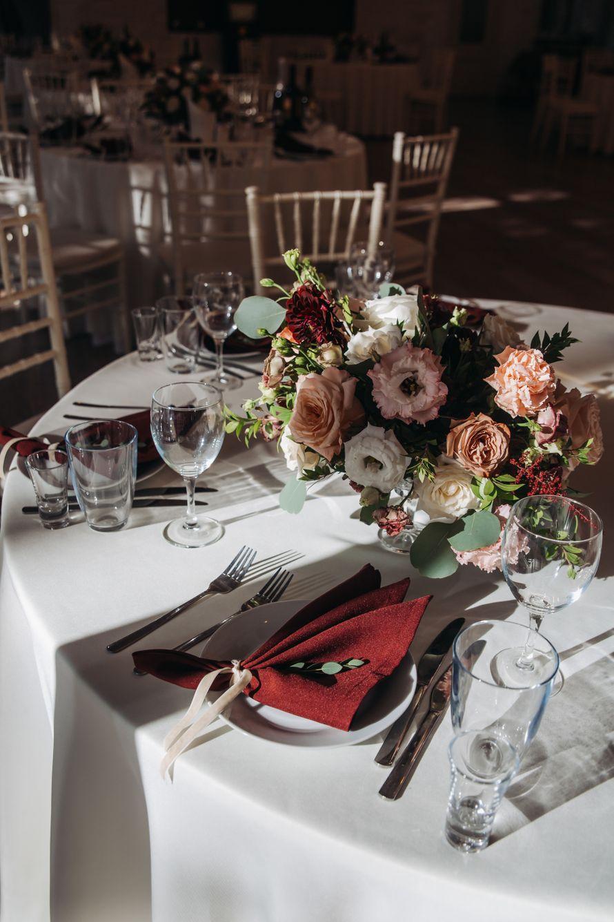 Цветочная композиция на гостевой стол