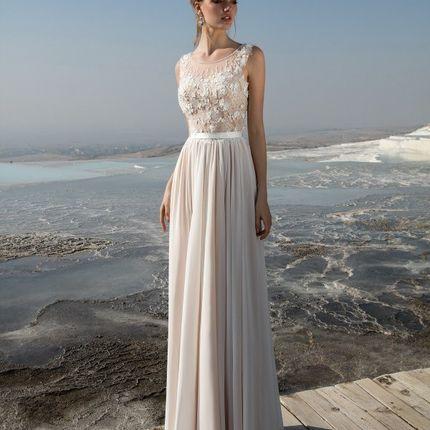 Облегченное свадебное платье с шифоновой юбкой