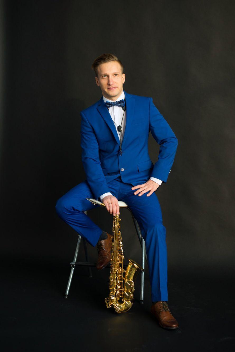 Выступление саксофониста, 4-5 композиций