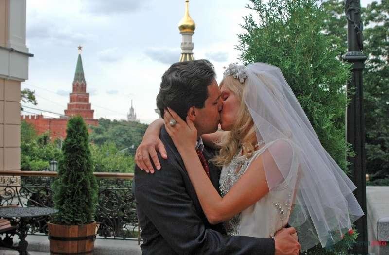 """Незабываемый поцелуй у Кремля - фото 39529 Банкетная служба """"Бон Аппетит"""""""